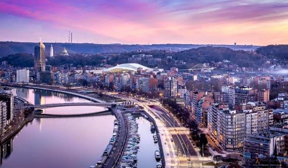 Le panorame de Liège au coucher du soleil.