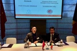 Signature de l'accord en Joint Venture entre ZenTech et son partenaire chinois Zheda Dixun en 2015 lors de la mission royale en Chine.