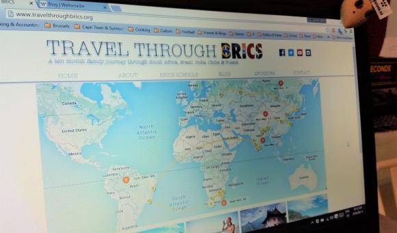 La souris Wallonia.be contemplant son futur périple à travers les BRICS