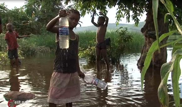 La sociéALTECH a décidé de se battre pour l'eau au Congo. Une institutrice témoigne.
