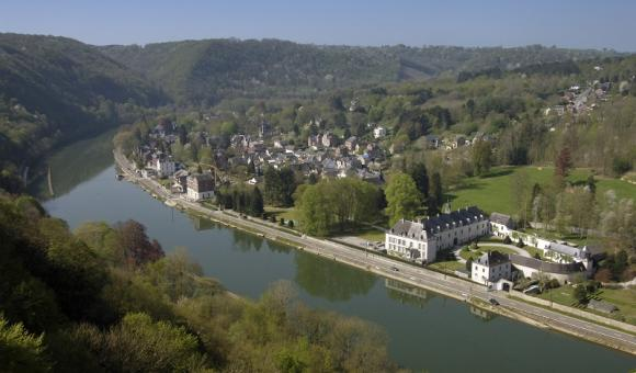 Le village de Waulsort, sur les bords de Meuse