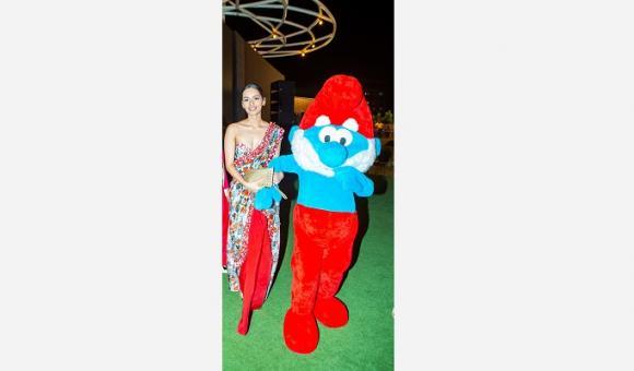 Avec Miss Monde Manushi Chillar, lors de la Fête du Roi à Mumbai