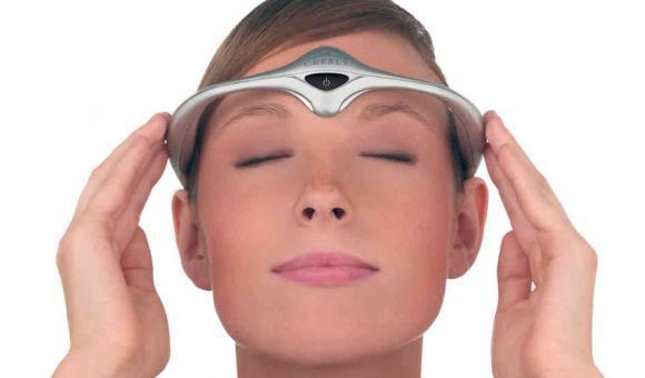 Le serre-tête anti-migraine de Cefaly agit par neurostimulation externe.