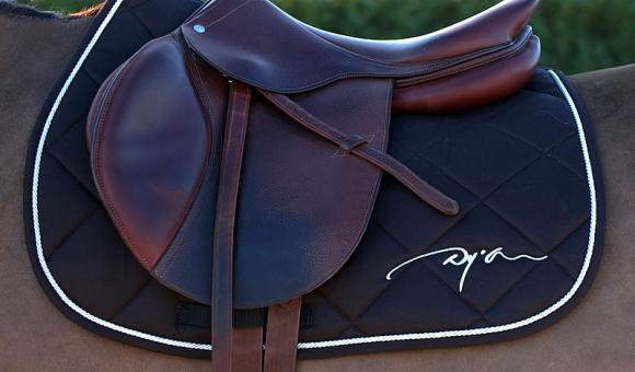 DY'ON est l'un des meilleurs spécialistes de l'équipement pour le sport équestre.