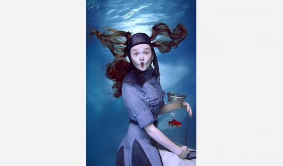 La fille au poisson rouge