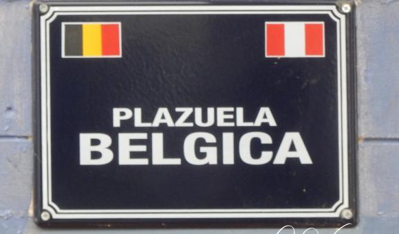 """Nouvelle plaque """"Plazuela Bélgica"""" placée à Lima et offerte par Guy O. Vanackeren"""