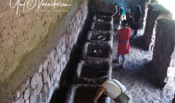 In the t'akes of the colcas or Inca warehouses